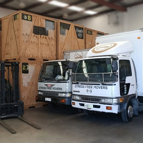 Stressfreemovers truck and storeage units